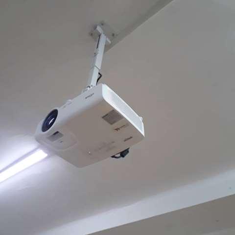 გაქირავება! პროექტორი DLP Vivitek DS262 Projector SVGA (800 x 600) 3500 ANSI Lumens 15,000:1 contrast 2 X HDMI